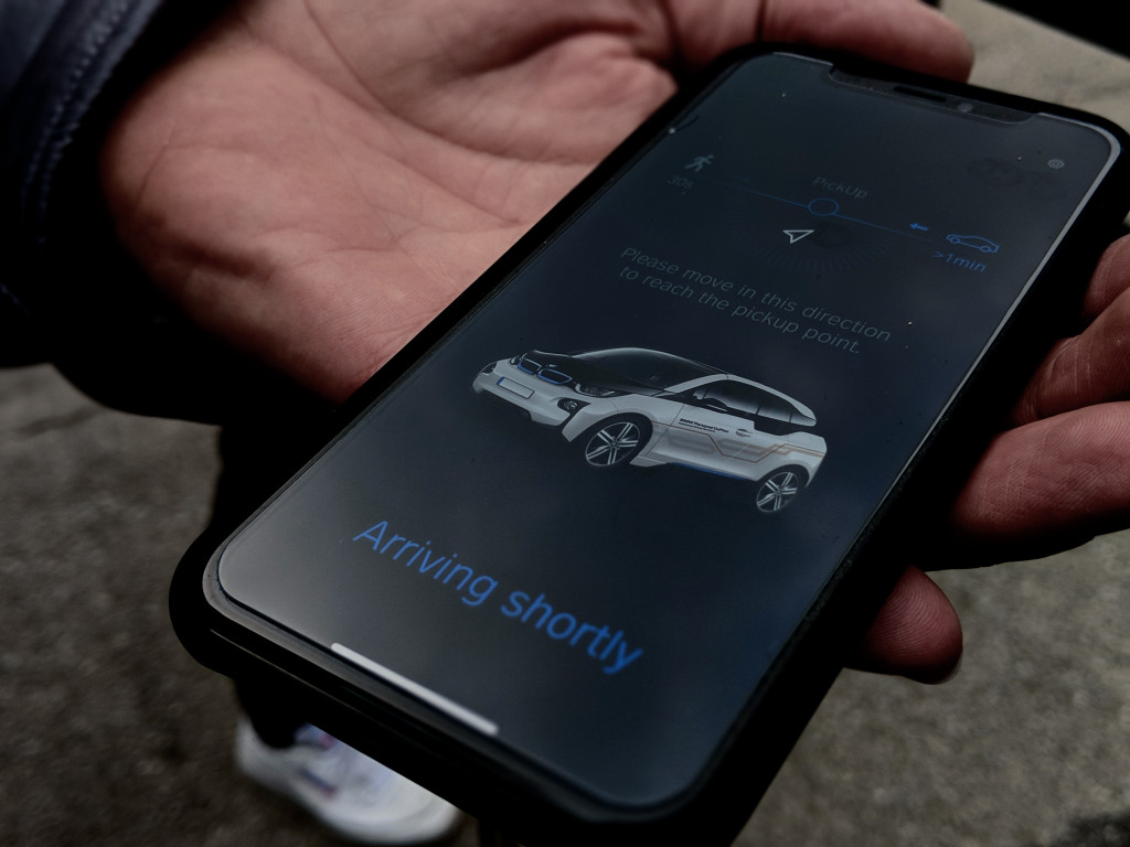 BMW wants to turn your smartphone into your car key 2