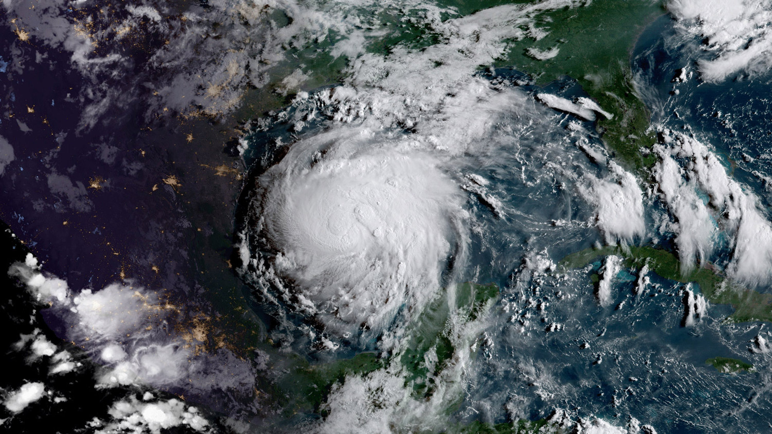 hurricane-harvey-astronaut-satellite-photos